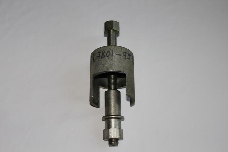 67.7801-9538 Приспособление для выпрессовки и запрессовки шарнира поперечины передней подвески авт. ВАЗ-2110