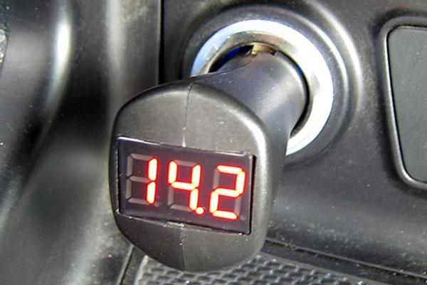 Индикатор напряжения ИН-12П для автомобильного прикуривателя