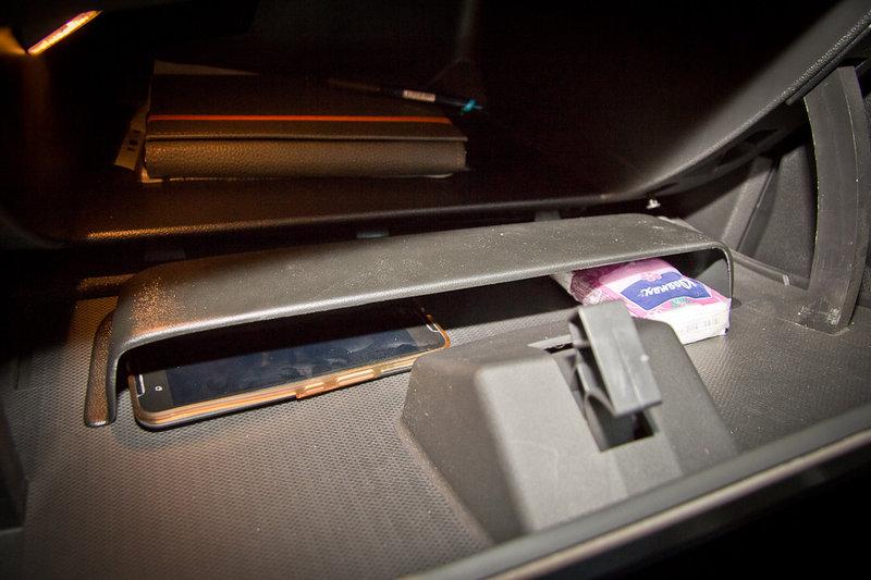 Органайзер (карман) перчаточного ящика с надписью Vesta